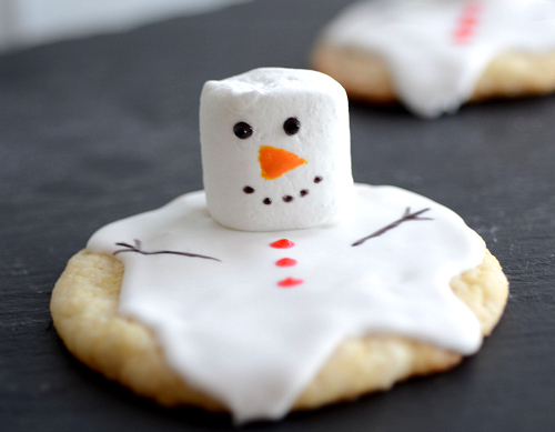 Low Fat Melted Snowman Cookies The Realistic Nutritionist