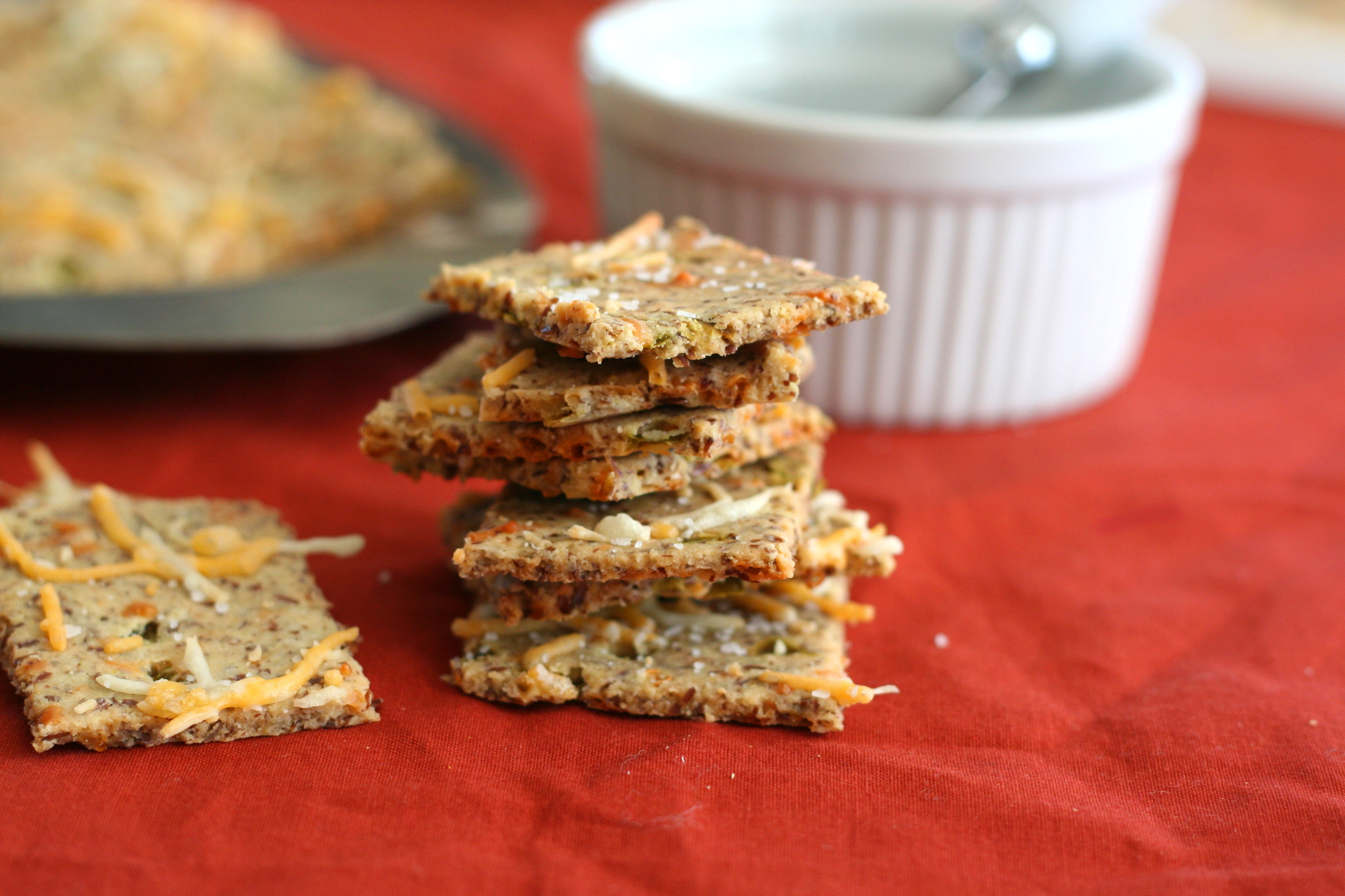 Cheddar Jalapeño Crackers | The Realistic Nutritionist