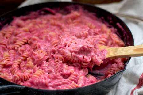 Roasted Beet Mac n\' Cheese | The Realistic Nutritionist