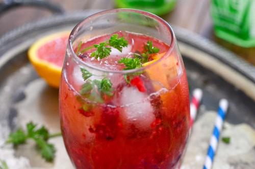muddle raspberry cocktail