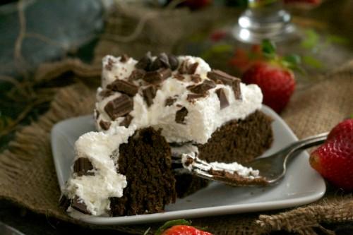 Creamy avocado cake