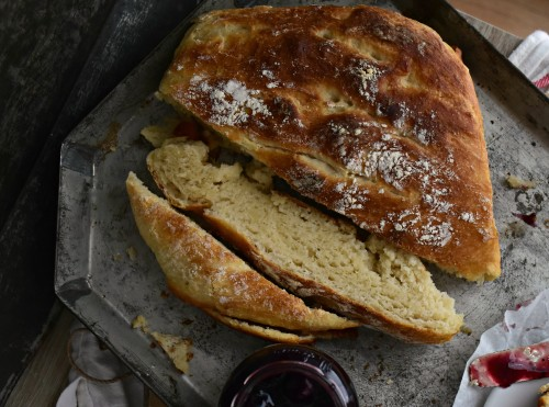 Fluffy homemade no knead bread
